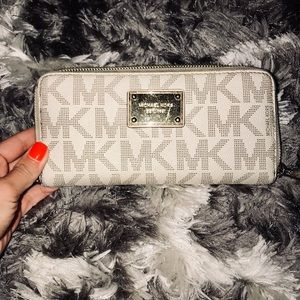 Micheal Kors cream and gold wallet